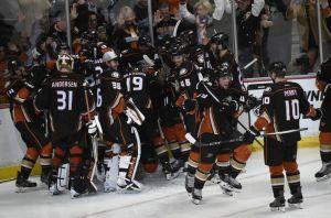 matt-beleskey-nhl-stanley-cup-playoffs-chicago-blackhawks-anaheim-ducks-850x560