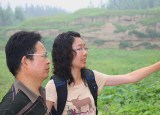 Doctoral student Ling-Yu Hung (right), whose dissertation on the prehistoric Majiayao culture in China is being supervised by Professor Kidder, discusses stratigraphy with Liu Haiwang. (Courtesy Photo)