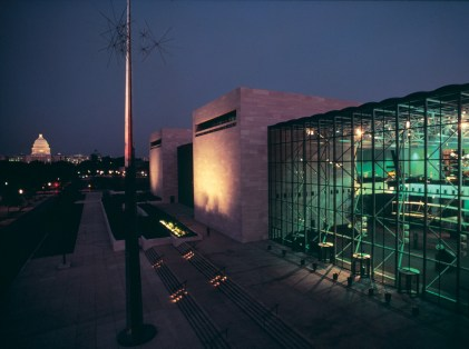 National Air and Space Museum, Washington, D.C. (Photo: Nathan Benn, courtesy of HOK)
