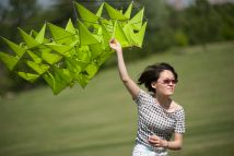 Zoe Liu launches a kite from the top of Art Hill. (Photo: Sid Hastings/Washington University)