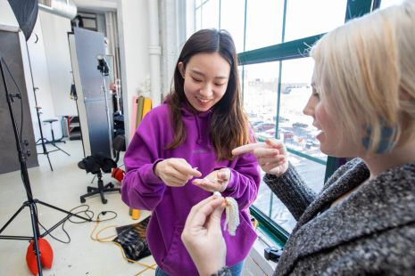 Zhao discusses jewelry options with Thomas-Morgan. (Photo: Joe Angeles/Washington University)