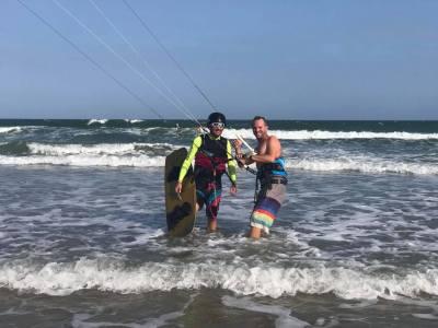 kitesurf instructor with student