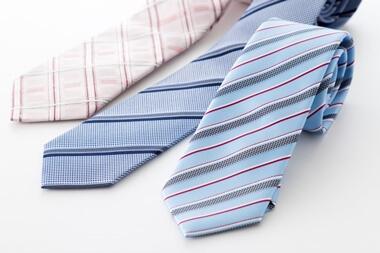 グレースーツのネクタイ