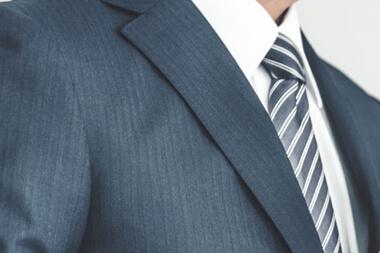 結婚式のスーツのストライプマナー