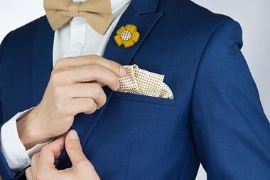 結婚式のスーツにポケットチーフは必要