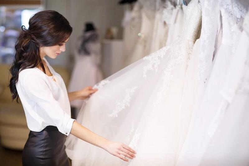 新婦の結婚式の衣装の選び方のポイント