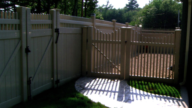 Fences Gates Railings MA RI Chain Link Fencing