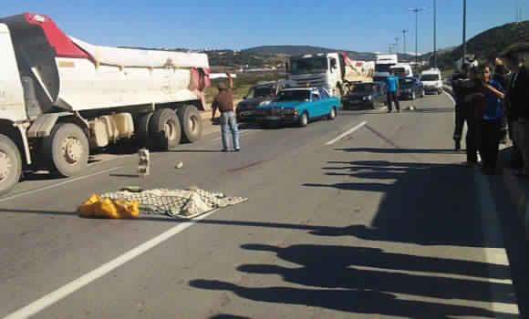 أكادير: رموك يقتل صاحب دراجة نارية في مشهد مروع تحت عجلاته