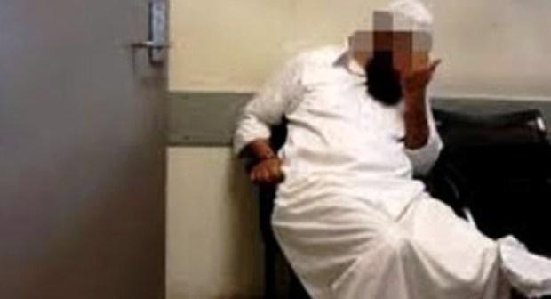 اعتقال إمام مسجد بين أحضان عشيقته المنقبة