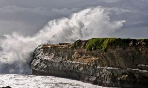 تحذير: أمواج عالية بأكادير من اليوم إلى غاية  السبت