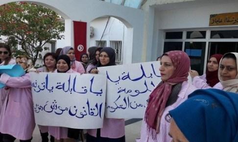 """"""" القابلات"""" ينزلن الى الشارع للاحتجاج وإعلان الغصب"""