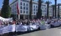 """أطباء الاسنان يرددون """" فبلادي ظلموني"""" احتجاجا أمام البرلمان"""
