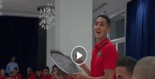 فيديو: فيصل فجر يغني بالامازيغية وأجواء بهيجة في معسكر الاسود
