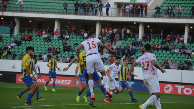بالفيديو : سفيان البوفتيني يعتذر من جماهيرحسنية اكادير بعد الهزيمة امام بارادو الجزائري
