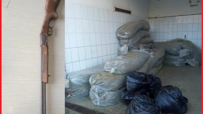 حجز 4 اطنان ونصف من مخدر الكيف وبندقية وصفائح مزورة بالقنيطرة