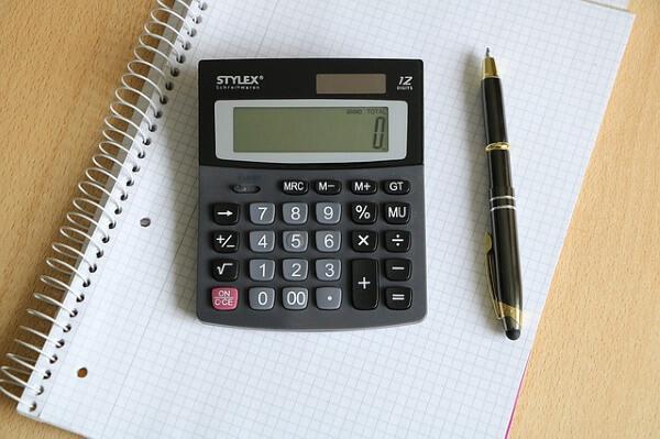 電卓と筆記具