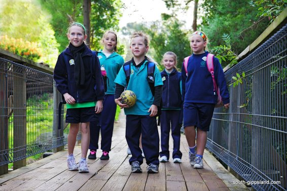 foster-primary-school-children-walking (3)