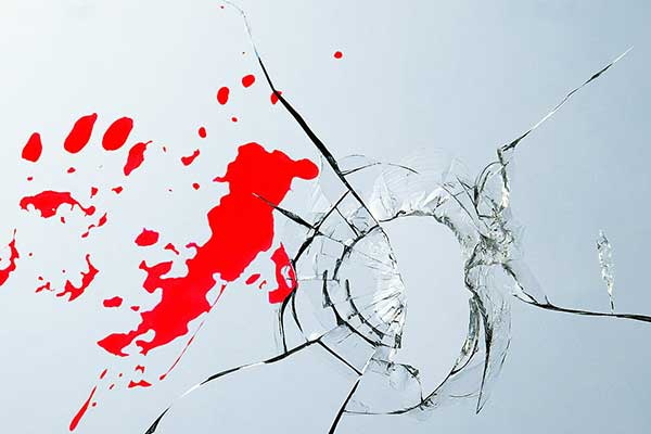 Gunmen shoot owner of business during robbery VIDEO