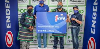 Khalid Latiff Engen GM Corporate Affairs and Strategy hands over a R1m fuel donation to Andy Du Plessis managing director of FoodForward SA