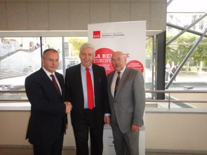 Alasdair_with_PES_President_and_Ruairi_Quinn