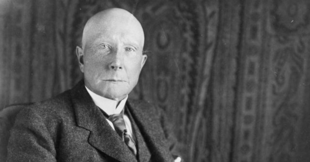 John D. Rockefeller built his fortune as the oil baron who built the Standard Oil empire. Now, some of the heirs to that substantial wealth are pledging to remove their holdings from fossil fuels and invest in a cleaner energy future.