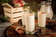 christmas-alcoholic-cocktail-irish-cream-cola-de-mono-monkey-tail-decorated-with-cinnamon