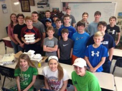 Lauderdale County Junior Cattlemen ready to deliver meals.