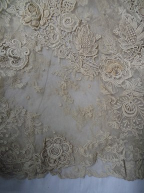 Delicate lace of dress from Smart Collection