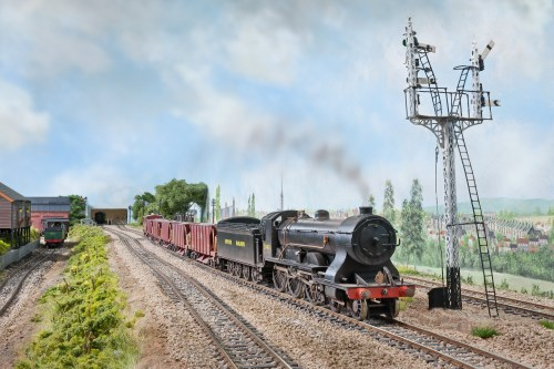 "A Drummond T14 4-6-0 ""Paddlebox"" 461 a NuCast kit heads towards London with a Meldon Quarry Ballast train. The SR Diagram 1774 40T hoppers are modified LIMA wagons on new bogies and other details."