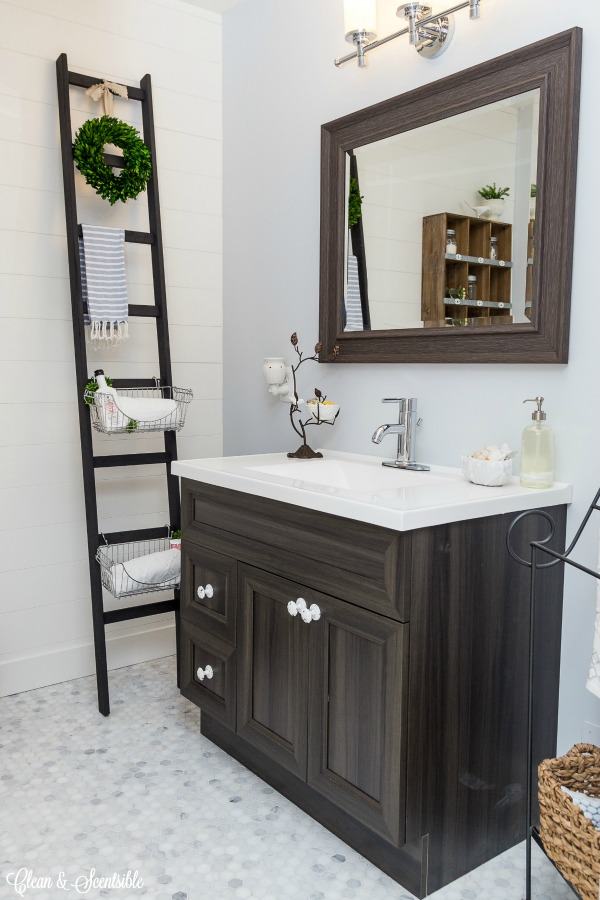 Bathroom-Spring-cleaning