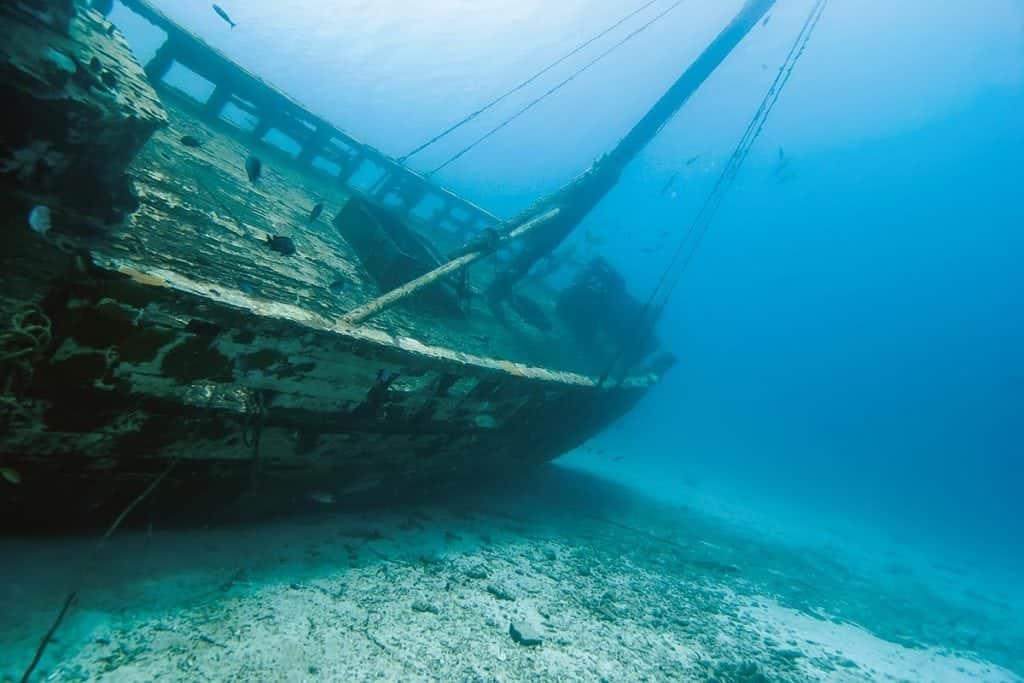 Australian freediver explores sunken ship in Bali | Daily ... |Sunken Ships Underwater