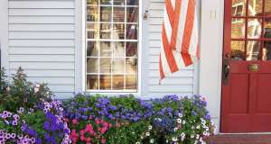 An image of a red door at a storefront in Nantucket Massachusetts