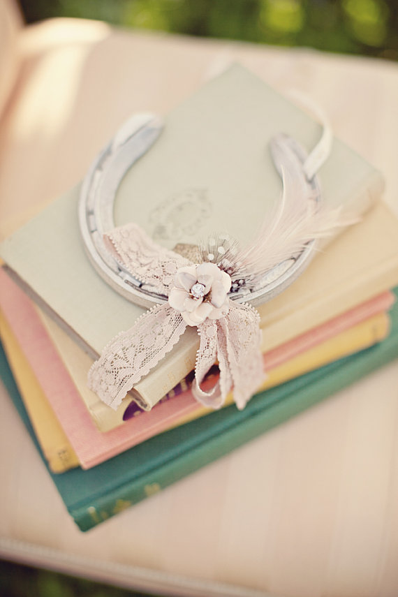 beautiful wedding horseshoe