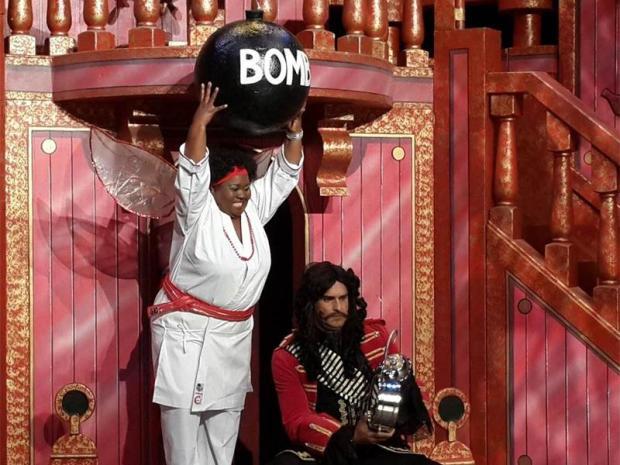 Thembsie Matu & Craig Urbani. Peter Pan: The PaJoburg Theatre
