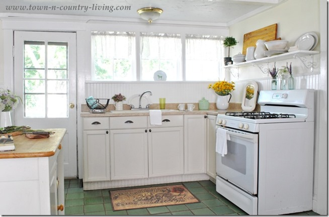 Summer-in-a-Farmhouse-Kitchen
