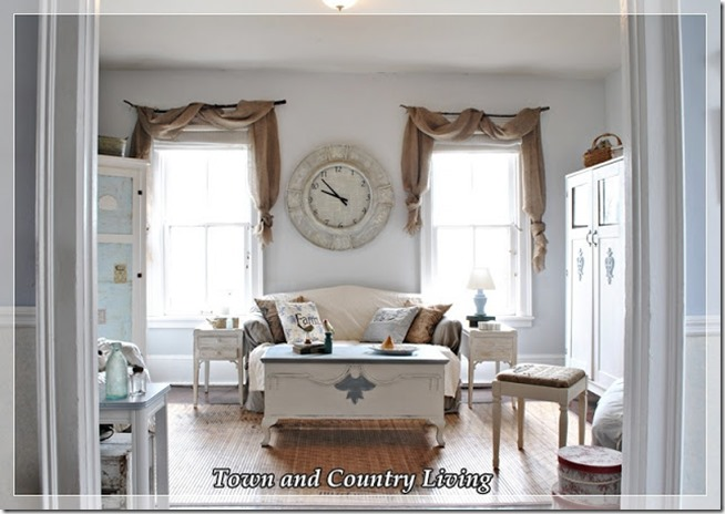 Town-and-Country-Living-Family-Room