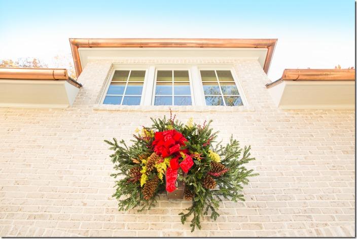 Exterior_Boxwood's Wreath