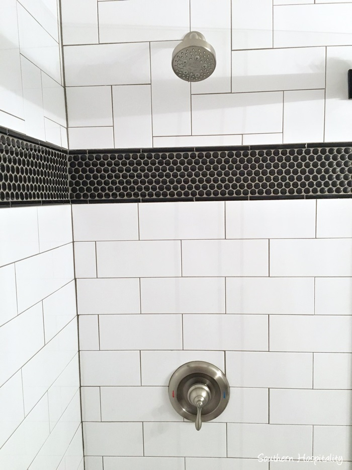 black and white bathroom003