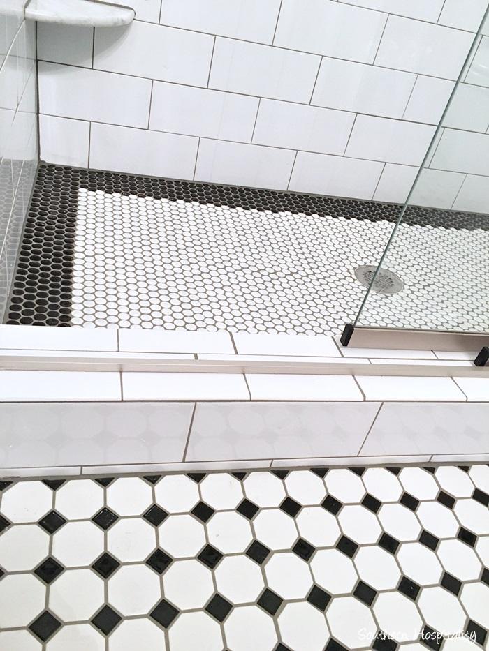 black and white bathroom012