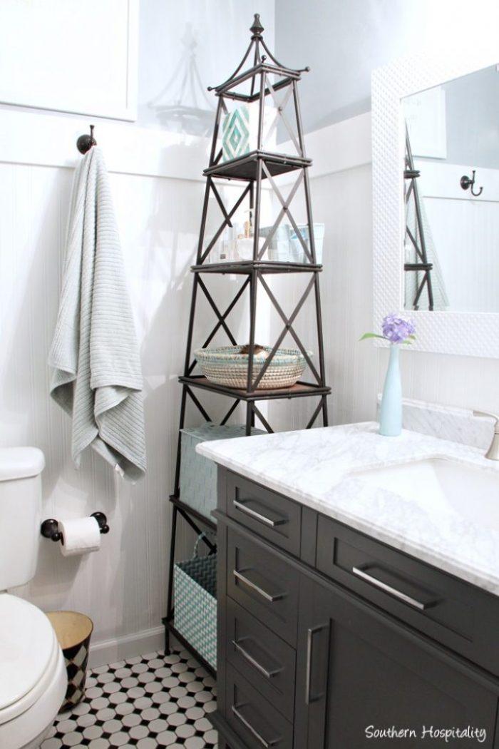 black and white bathroom018