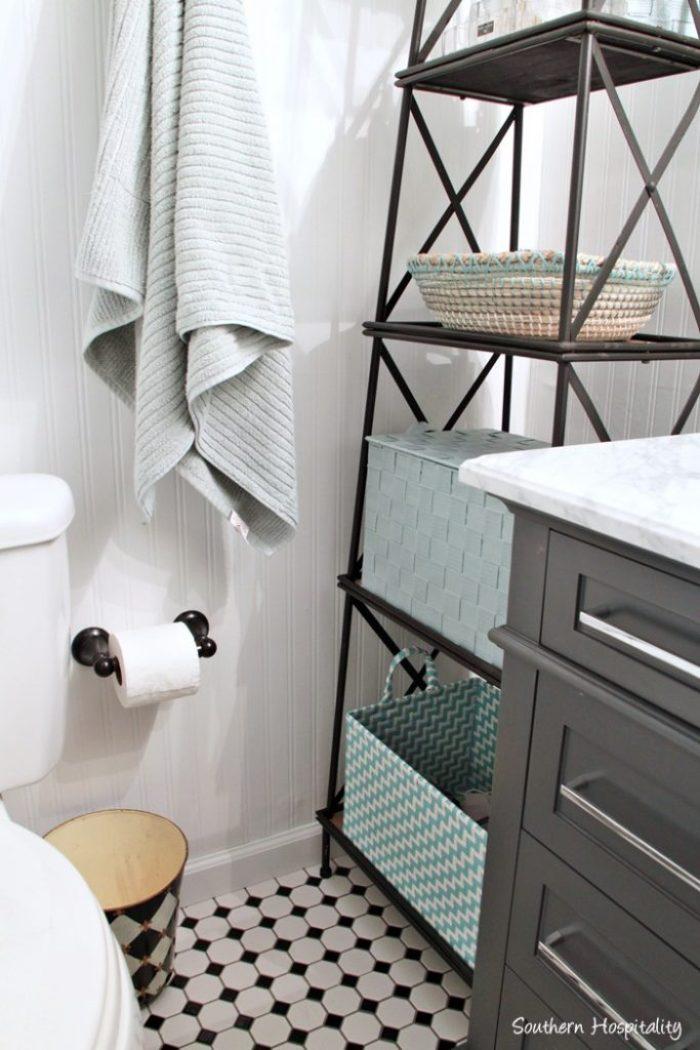 black and white bathroom021
