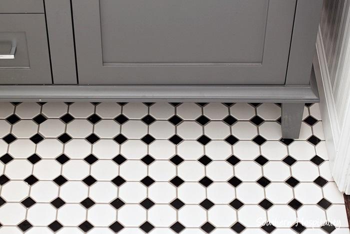 black and white bathroom028