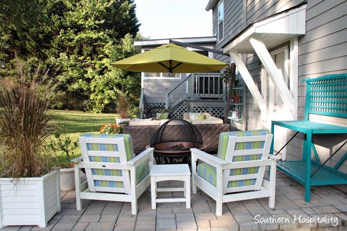 outdoor patio space with umbrella001