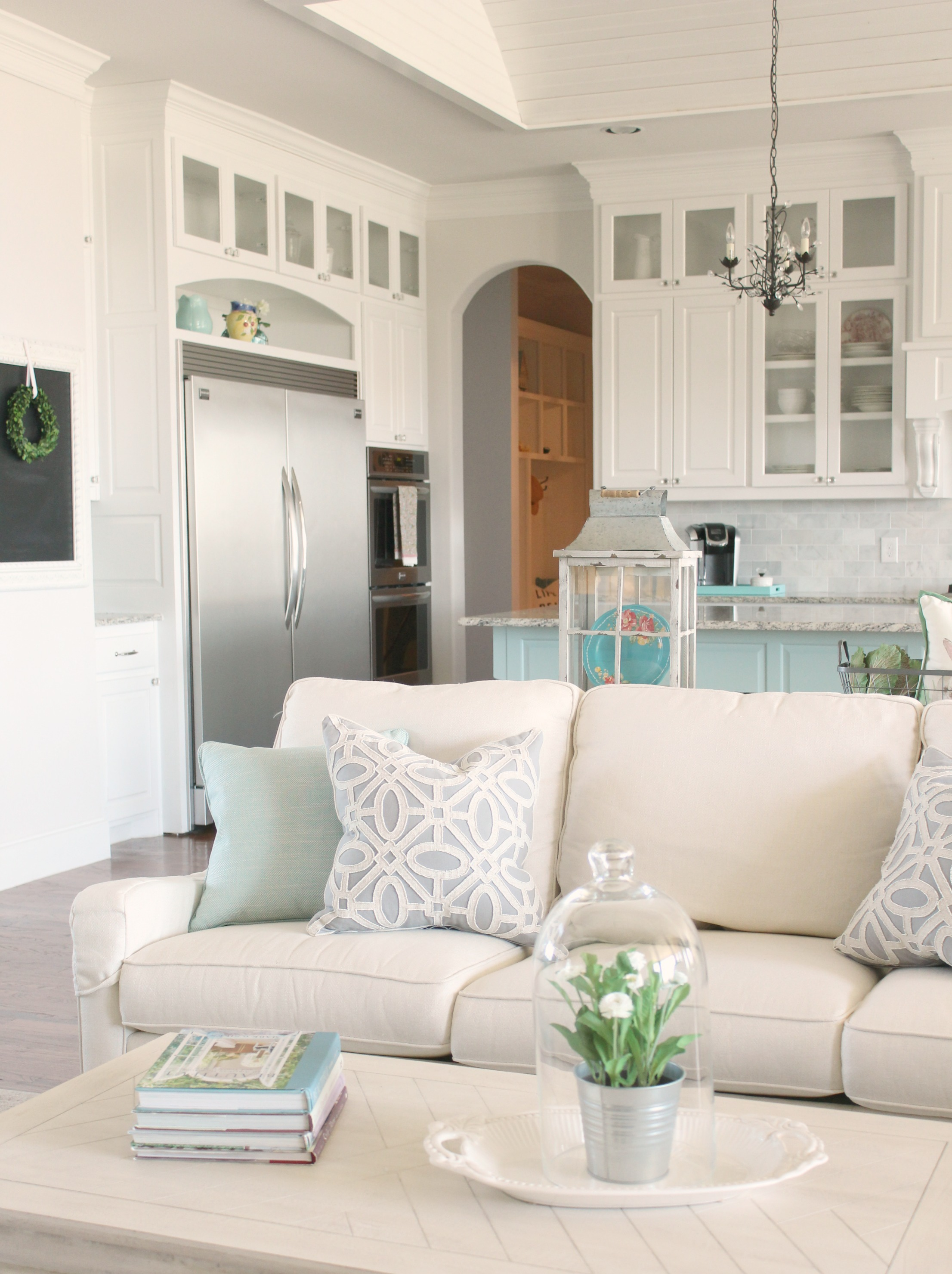 Feature Friday: Poofing the Pillows - Southern Hospitality