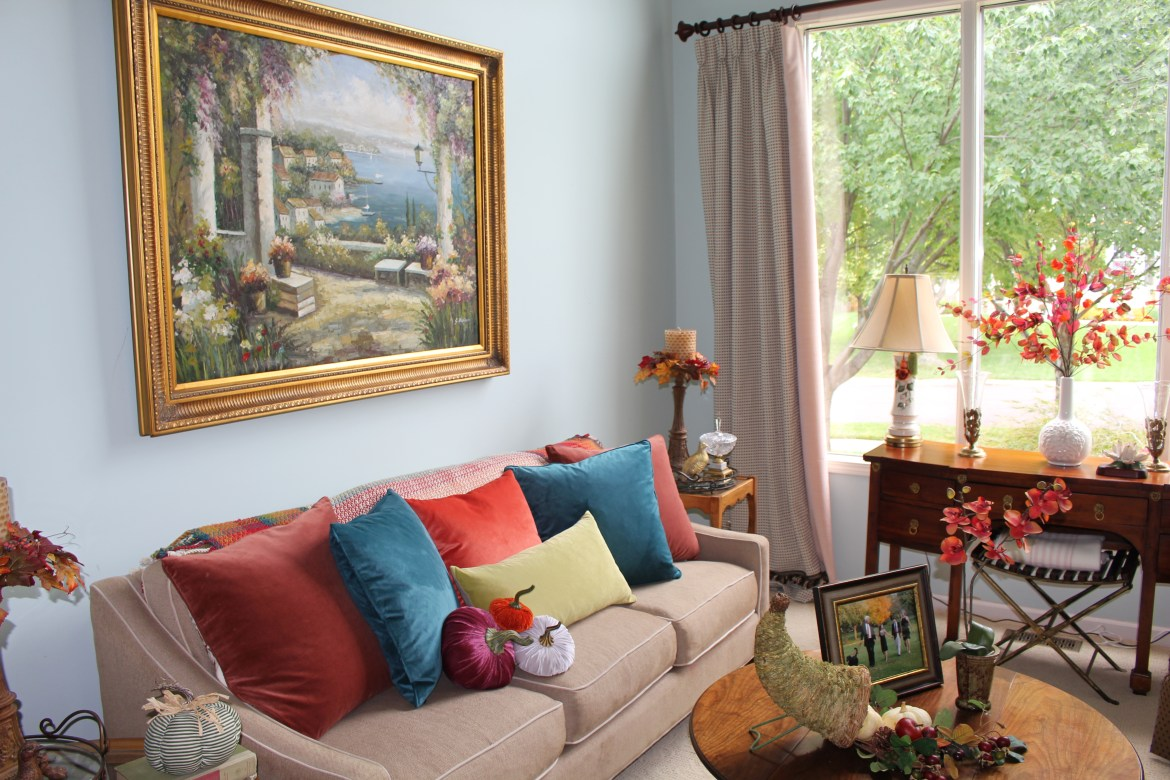 Traditional Fall Colors in the Living Room