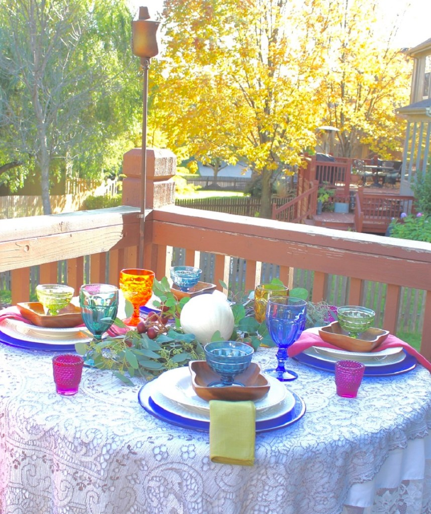 Vintage Dishes make a Colorful Fall Tablescape for Dining Outdoors