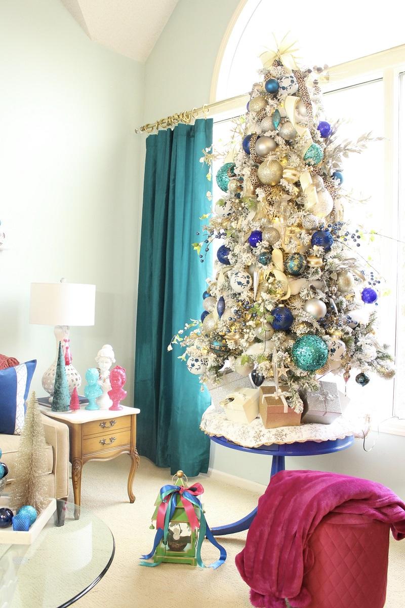 Elegant Flocked Christmas Tree