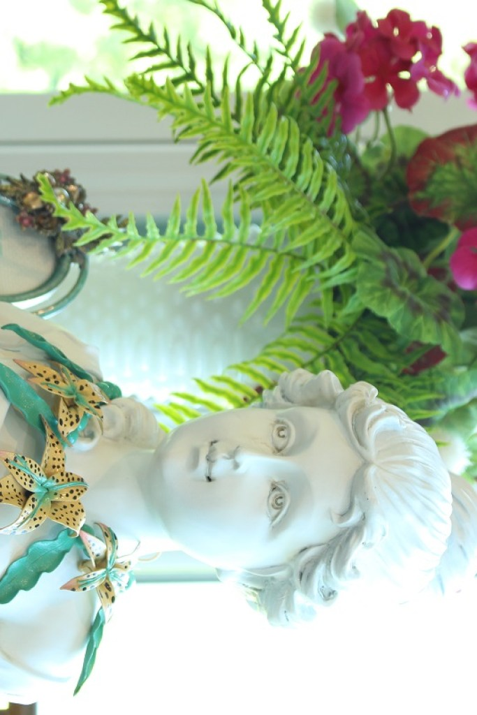 1970's Vintgage Necklace on Bust of Lady