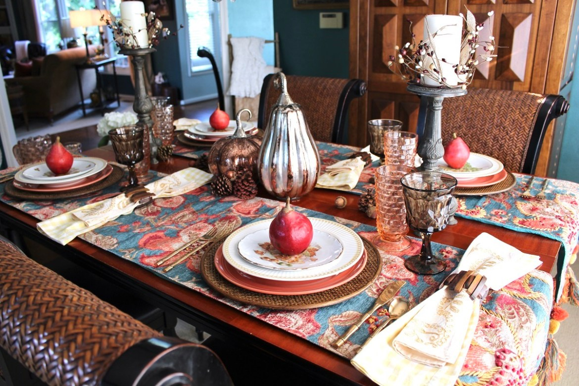 Cheerful fall Tablescape with Pears