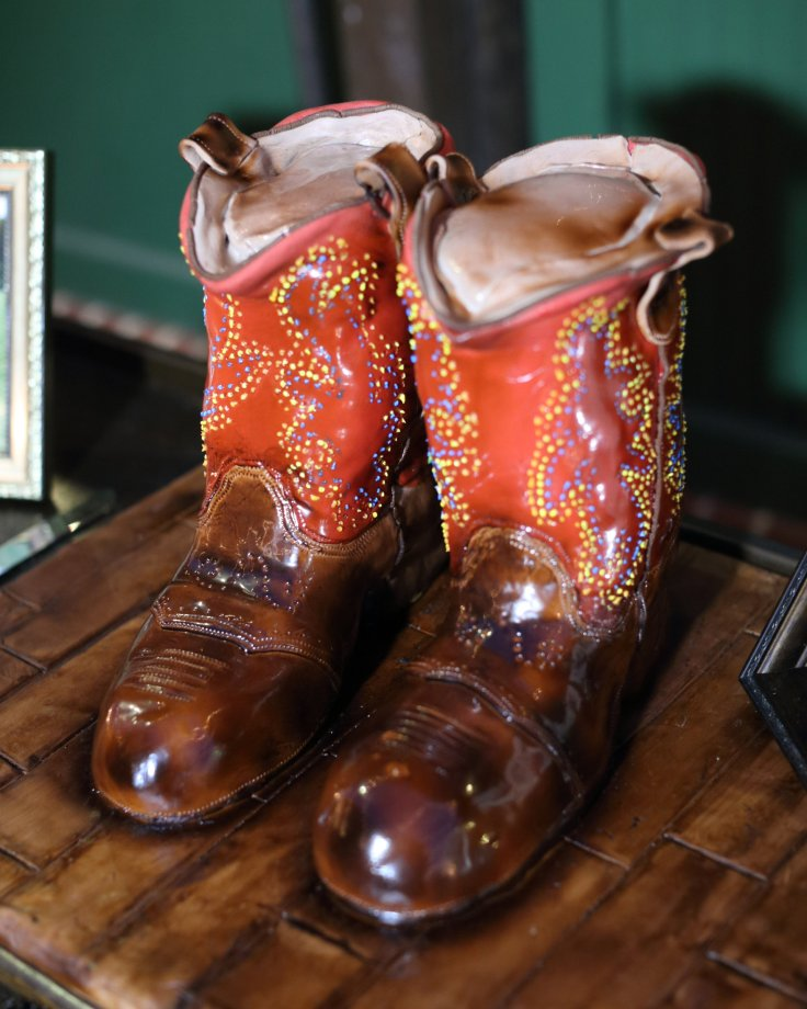 cowboy-boots-grooms-cake